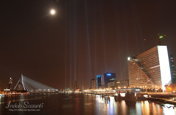 Erasmus Bridge, Lines of Fire