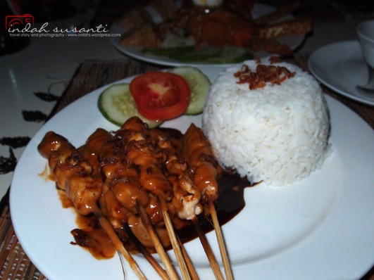 Sate Ayam and white rice for dinner