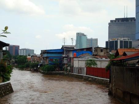Jakarta's Slum by Rezwan (Flickr)