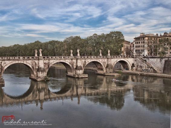 Ponte Sant'Angelo and Tiber River