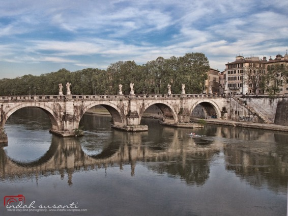 Ponte Sant'Angelo and Tiber River