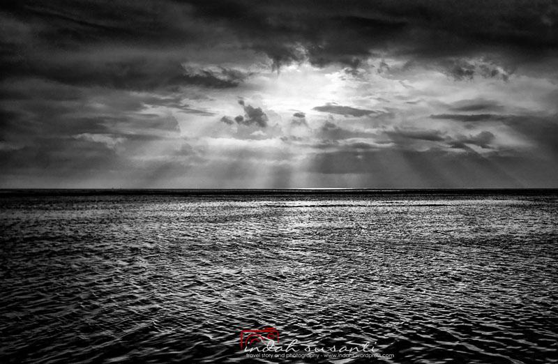 Monochrome Monday - Ocean and Sky