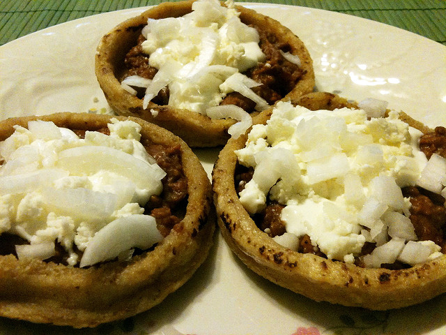 Sopes by Jerry Reyes (Flickr)